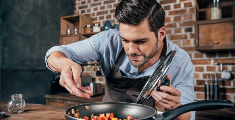 Mand der laver mad